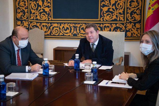 El presidente de C-LM, Emiliano García-Page, durante su reunión con la comisaria europea de Competencia, Margrethe Vestager