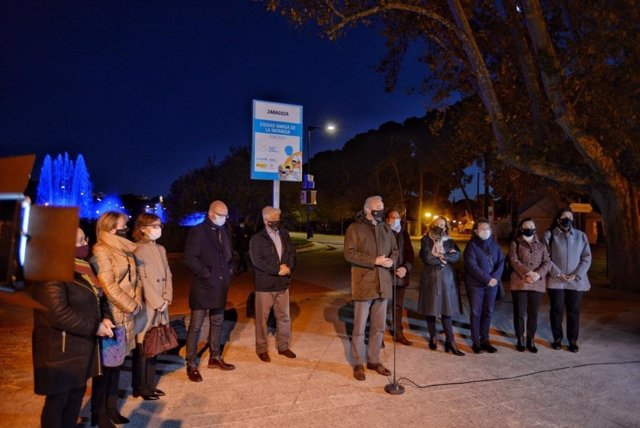 """Una placa en el Parque Grande visibiliza la distinción como """"Ciudad Amiga de la Infancia"""""""