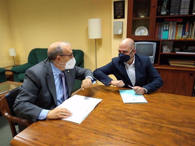 Firma del acuerdo del Ayuntamiento de Calamocha y la Cámara de Comercio.