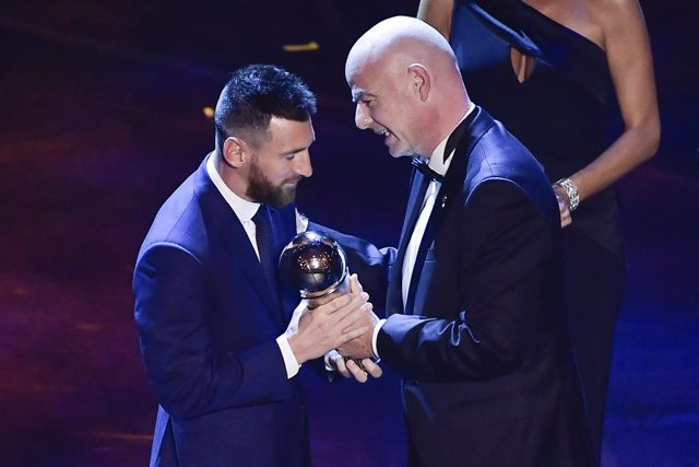 23 September 2019, Italy, Milan: Barcelona's Lionel Messi (L) receives the best men footballer award from FIFA President Gianni Infantino during the FIFA Best Football Awards 2019 ceremony at Teatro La Scala. Photo: Marco Alpozzi/Lapresse via ZUMA Press/d