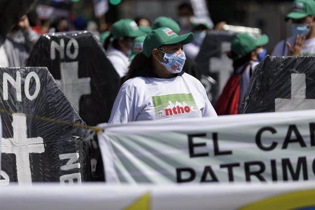 Protesta para reclamar ayudas financieras al gobierno colombiano.