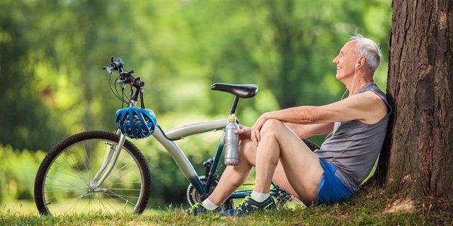 Anciano, ejercicio, bicicleta