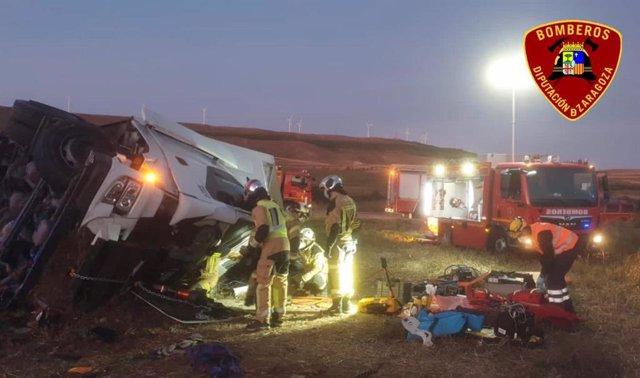 Rescatado un hombre tras quedar atrapado en su camión al sufrir un accidente en la N-122, en Tarazona.
