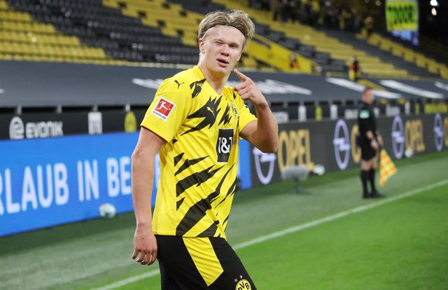 Erling Haaland of Borussia Dortmund celebrates after his goal during the German championship Bundesliga football match between Borussia Dortmund and FC Schalke 04 on October 24, 2020 at Signal Iduna Park in Dortmund, Germany - Photo Jurgen Fromme / firo S