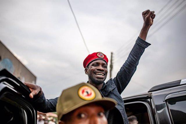 El principal candidato opositor a la Presidencia de Uganda, Robert Kyagulanyi, popularmente conocido como Bobi Wine