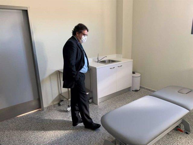 José María Vergeles visita el centro de salud de Ahigal
