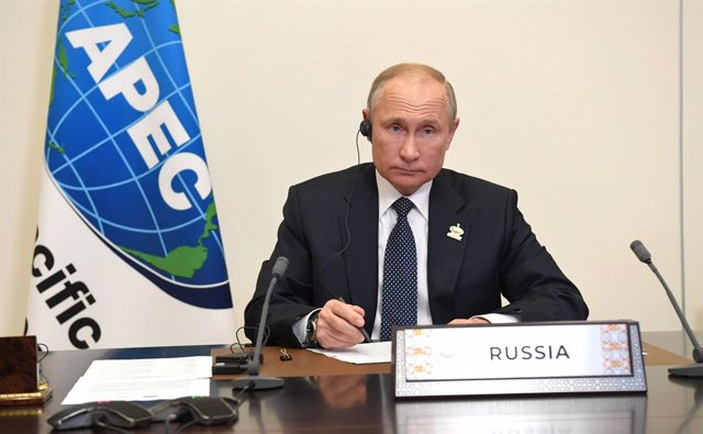 HANDOUT - 20 November 2020, Russia, Moscow: Russian President Vladimir Putin takes part in the Asia-Pacific Economic Cooperation (APEC) Economic Leaders' Meeting via video link at the Novo-Ogaryovo state residence. Photo: -/Kremlin/dpa - ATTENTION: editor