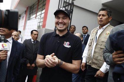 Perú.- El conservador George Forsyth lidera las encuestas para las elecciones presidenciales de Perú