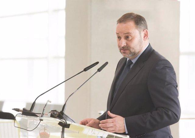 El ministro de Transportes, Movilidad y Agenda Urbana, José Luis Ábalos, en Canarias, a 21 de noviembre de 2020