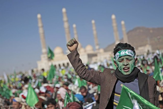 29 October 2020, Yemen, Sanaa: A young man with his face painted chants slogans during a celebration by Houthi rebels to mark the anniversary of the birth of Islam's Prophet Muhammad (Mawlid al-Nabi) in Sanaa. Photo: Hani Al-Ansi/dpa