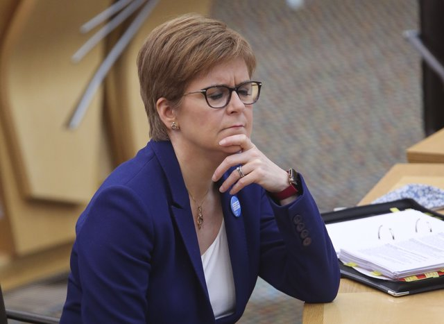08 October 2020, Scotland, Edinburgh: Scottish First Minister Nicola Sturgeon attends the First Minster's Questions in the debating chamber of the Scottish Parliament. Photo: Fraser Bremner/Scottish Daily Mail via PA Media/dpa