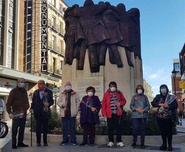 Ofrenda floral ante el monumento a los Abogados de Atocha