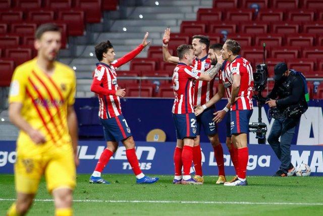 El Atlético de Madrid celebra el 1-0, obra de Yannick Carrasco, ante el FC Barcelona
