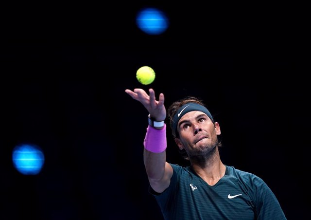 21 November 2020, England, London: Spanish tennis player Rafael Nadal in action against Russia's Daniil Medvedev during their men's singles group stage match of the ATP World Tour Finals tennis tournament at the O2 Arena. Photo: John Walton/PA Wire/dpa