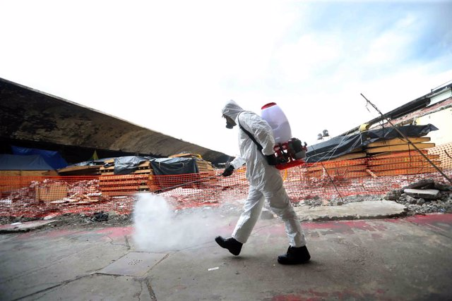 18 August 2020, Mexico, Mexico City: A municipality worker wearing a full protective suit sanitizes the La Merced Market, amid the Coronavirus outbreak. Photo: Valente Rosas/El Universal via ZUMA Wire/dpa