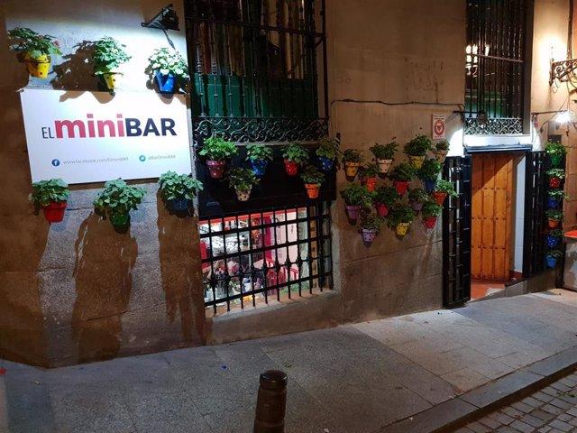 El 'Minibar' recauda casi 40.000 euros con la ayuda de los clientes que pagan sus consumiciones de forma anticipada