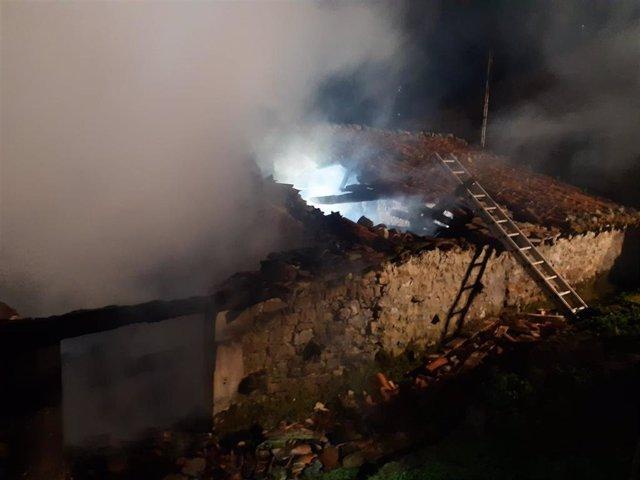 Incendio en una cuadra de Rionansa