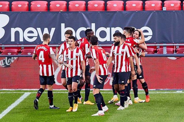 Iker Muniain of Athletic Club celebrating his goal with his teammates during the Spanish league, La Liga Santander, football match played between SD Eibar SAD and Cadiz CF at Ipurua stadium on October 30, 2020 in Eibar, Spain.
