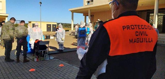 Voluntarios de Protección Civil reciben formación para desinfectar de Covid-19 en la Base General Menacho.