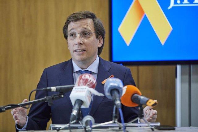 El alcalde de Madrid, José Luis Martínez-Almeida, interviene durante su visita al Colegio Internacional J.H.Newman, en Madrid, (España), a 20 de noviembre de 2020.