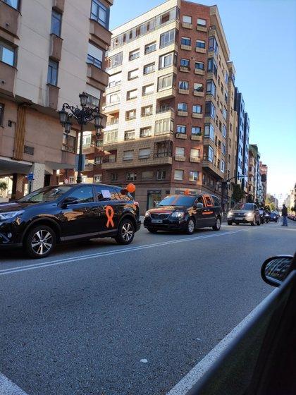 Centenares de vehículos se concentran en Oviedo y Gijón contra la nueva ley de Educación