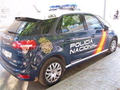 Detenidos dos jóvenes sorprendidos al intentar robar en una tienda de ropa en València y agredir a su propietaria