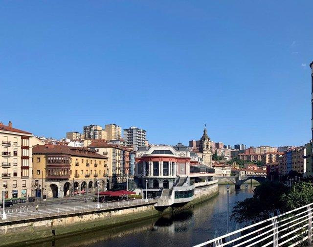 Imagen de la ría de Bilbao, con cielo despejado
