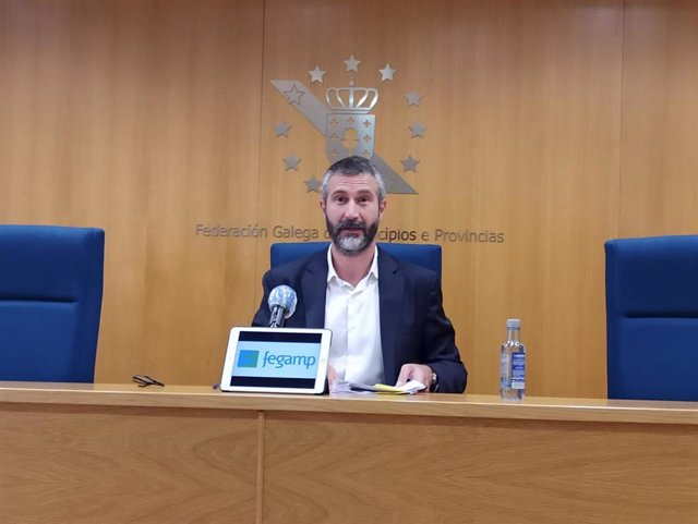 El presidente de la Fegamp, Alberto Varela, en la rueda de prensa