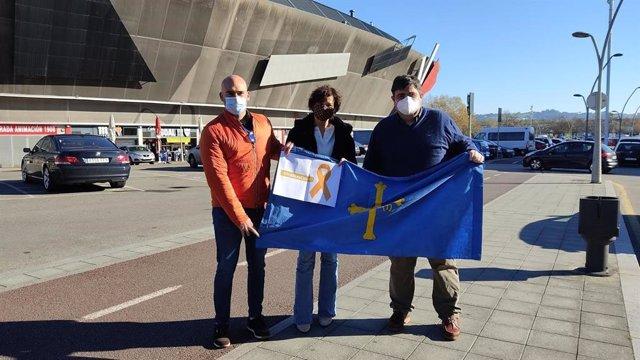 Los concejales de Foro en Gijón, Jesús Martínez Salvador, Montserrat López Moro y Pelayo Barcia, se manifiestan contra la Ley Celaá en Gijón.