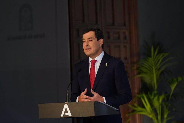 El presidente de la Junta de Andalucía, Juanma Moreno, en rueda de prensa tras la reunión de comité de expertos que ha decidido prorrogar las restricciones a la movilidad en la comunidad hasta el próximo 10 de diciembre