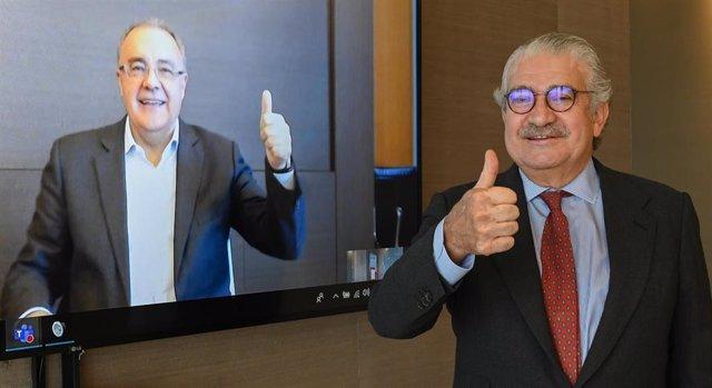 De izda. A dcha: el CEO de Cellnex, Tobías Martínez, y el CEO de Endesa, José Bogas