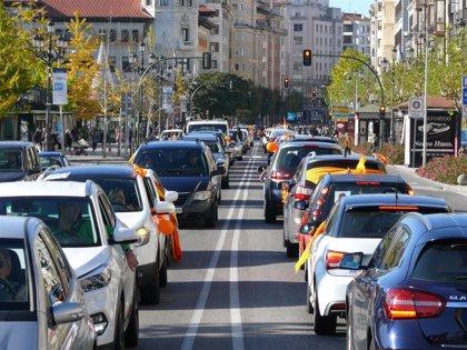 """Una caravana de unos 2.000 coches contra la Ley Celaá """"colapsa"""" Santander"""