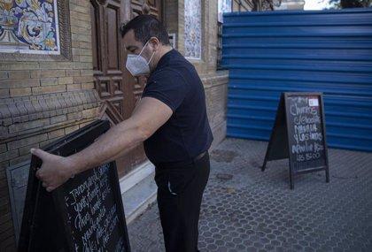 """Melilla prorroga otros 15 días más su """"toque de queda"""" y este lunes permite reabrir la hostelería hasta las 20 horas"""
