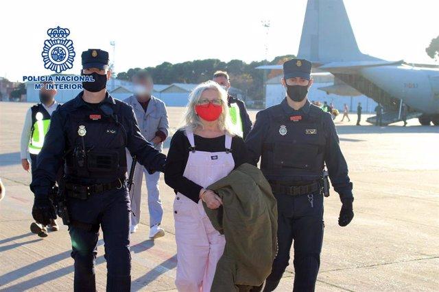 La Policía Nacional traslada a España a la etarra María Natividad Jáuregui Espina entregada por las autoridades belgas.
