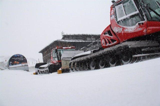 Trabajos con maquinaria en la estación de esquí de Sierra Nevada
