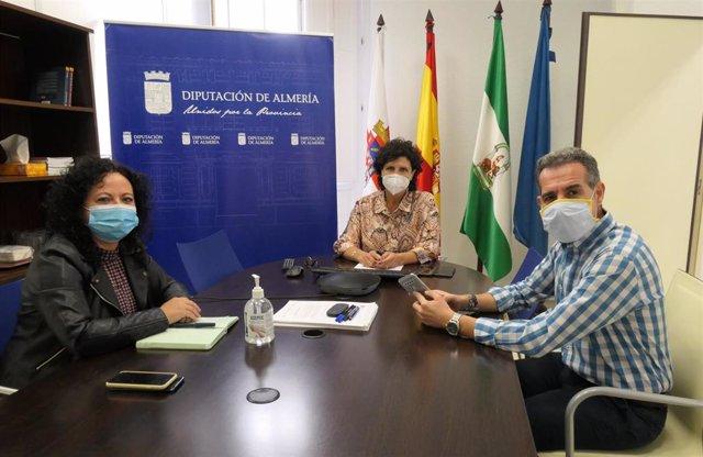 La diputada Carmen Navarro se reúne con el Colegio de Graduados Sociales