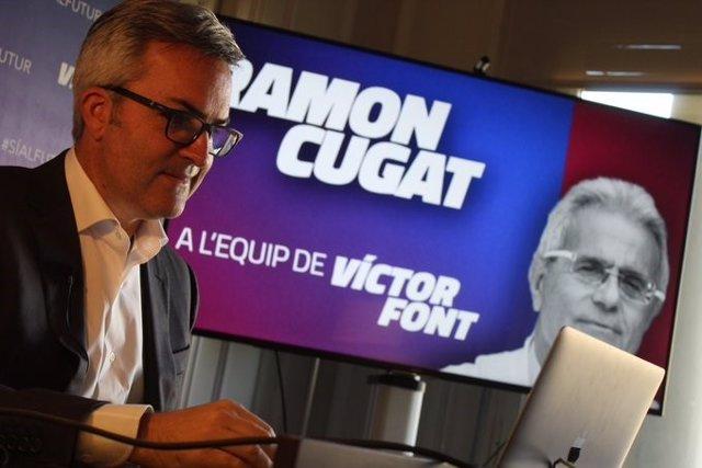 El precandidato a la presidencia del FC Barcelona Víctor Font, presentando al doctor Ramon Cugat como miembro de su posible Junta Directiva