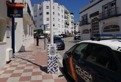 Desalojada una fiesta con unas 150 personas en un chalé en Estepona (Málaga)