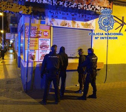 Dos detenidos por entrar a robar en una tienda de comida rápida de Murcia forzando la persiana y una ventana