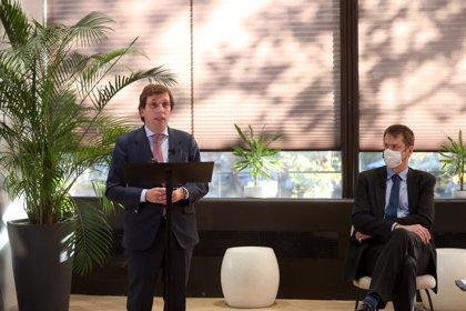 """Almeida traslada a inversores británicos que la capital continuará con """"baja presión fiscal"""""""
