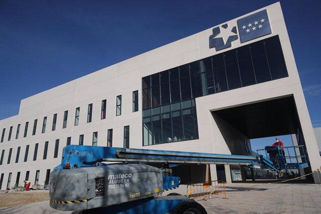Maquinaría de obra en el Hospital de Emergencias de la Comunidad de Madrid, el Hospital Isabel Zendal, en la zona de Valdebebas, Madrid (España), a 11 de noviembre de 2020.