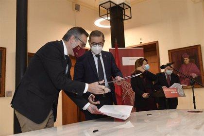 La UMU y el Partido Socialista de la Región firman un convenio para el desarrollo de estudios propios