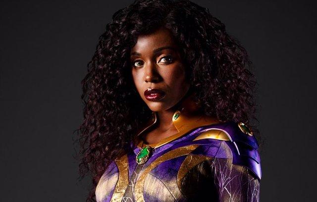 Starfire luce nuevo traje en las nuevas imágenes de la temporada 3 de Titanes