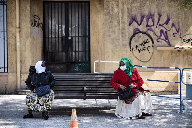 Mujeres con mascarilla en Marsella, Francia