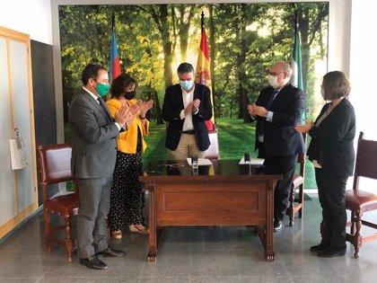 La Junta y el Ayuntamiento de Mairena (Sevilla) firman la recepción del edificio del CARE de Los Alcores