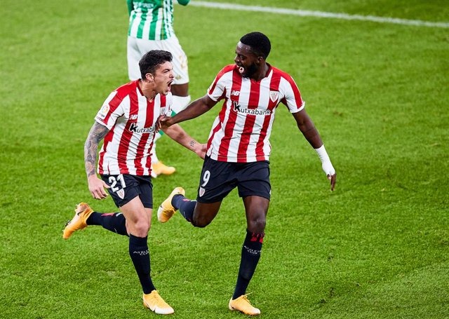 Ander Capa of Athletic Club celebrates his goal with his teammates during the Spanish league, La Liga Santander, football match played between Athletic Club and Real Betis Balompie at San Mames stadium on November 23, 2020 in Bilbao, Spain.