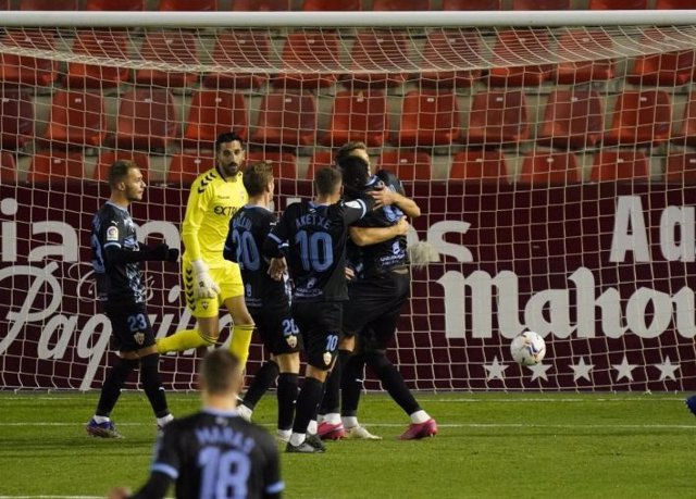 Los jugadores del Almería celebran el 0-1 ante el Albacete