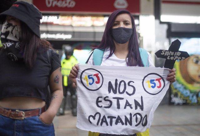 Protestas en Bogotá contra la reciente ola de violencia que sacude en los últimos dos meses a Colombia.