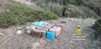 Tres detenidos cuando alijaban 500 kilos de hachís en una playa de Tarifa (Cádiz)