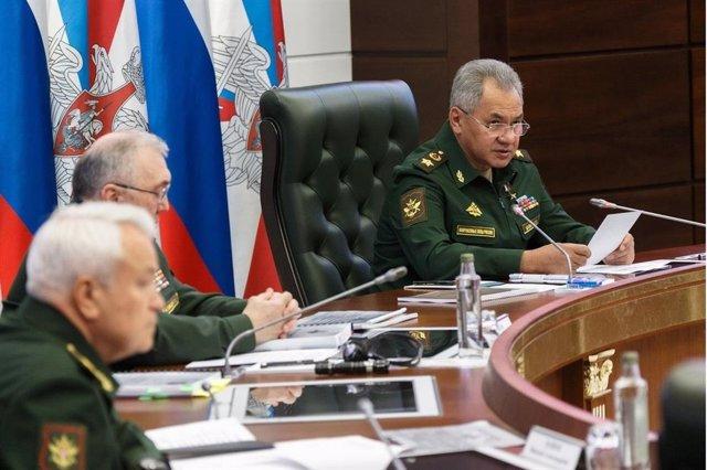 El ministro de Defensa ruso, el general Sergei Shoigu, en una reunión